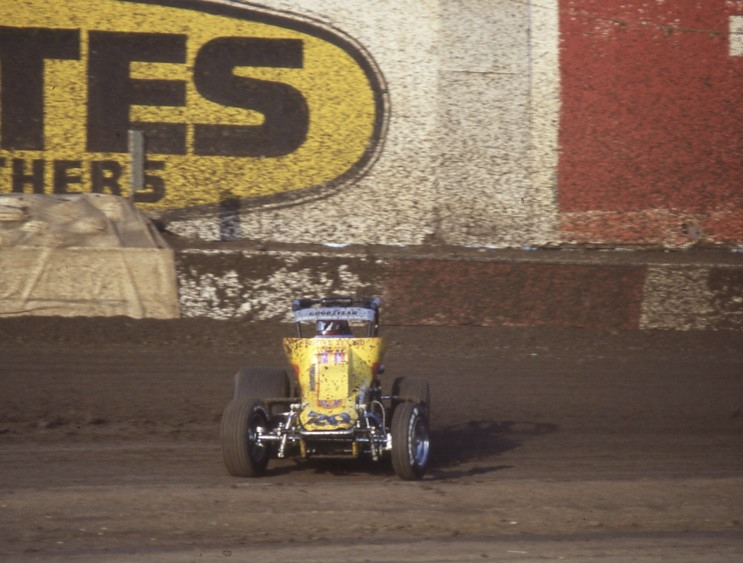 Now THAT'S why I like wingless sprint car racing!