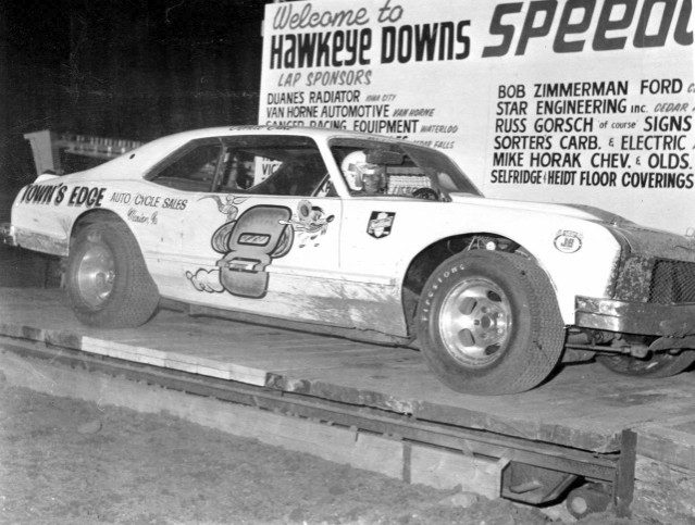 Darrell gets weighed at Hawkeye Downs (Kyle Ealy, Hawkeye Racing News, collection)