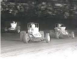 I fell in love with wingless sprint cars at Ascot.