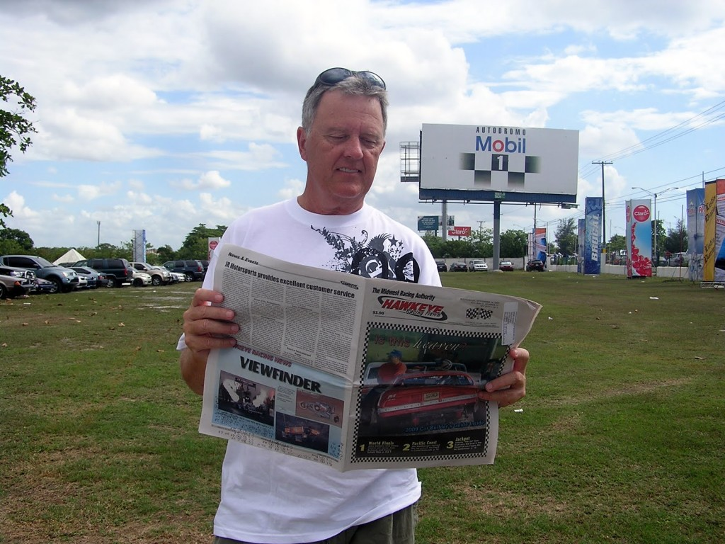 Reading the Hawkeye Racing News while trackchasing in the Dominican Republic.