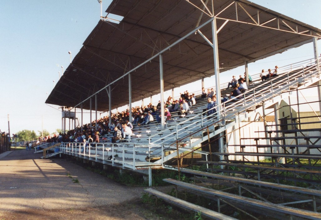 This is a typical Minnesota fairgrounds set-up for spectating.