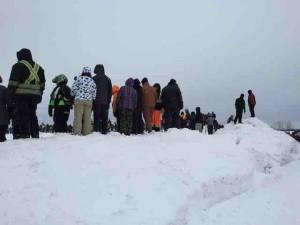 issoudun snow bank crowd
