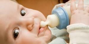 botle feeding baby