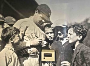babe-ruth-signing-autographs