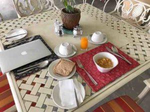 batonka-lodge-breakfast